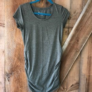 Thyme Maternity tee size small